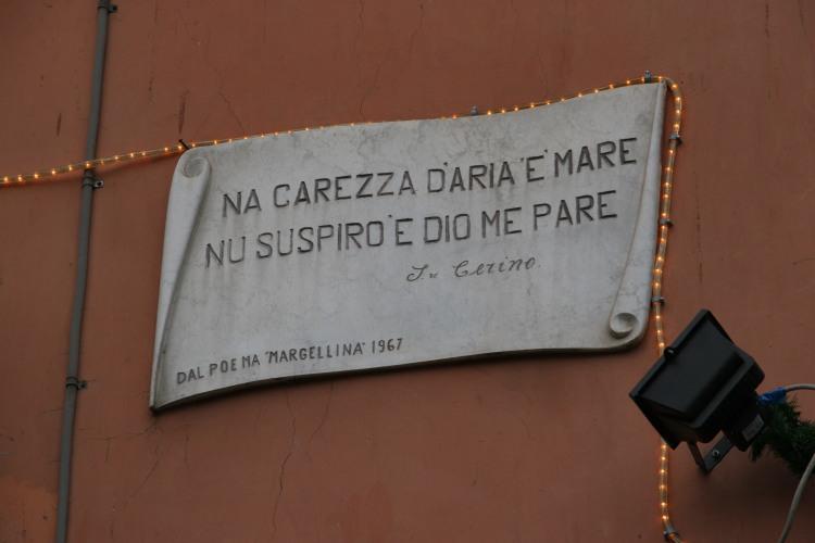 sui muri di Napoli