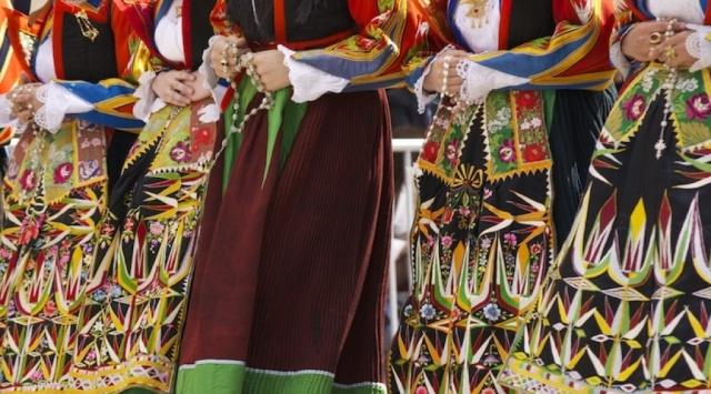 costumi sardi e rosari