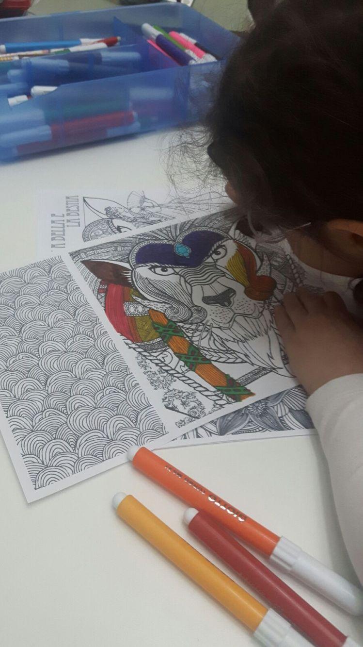 Gloria disegna
